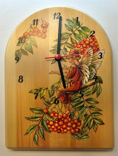 """Настенные часы """"Фея на рябине"""", роспись по дереву"""