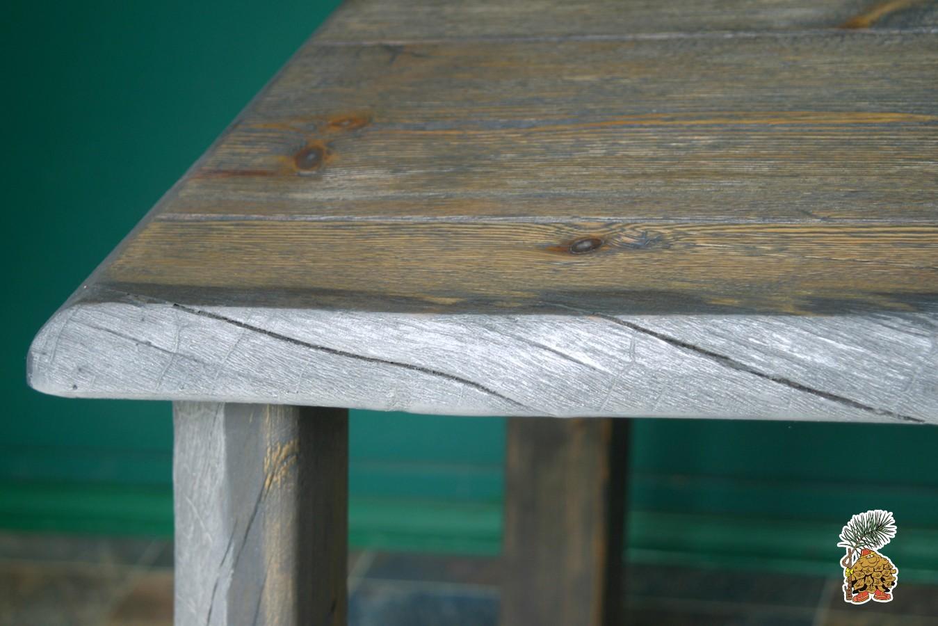 Столешница обеденного  стола  лофт на деревянных ножках.