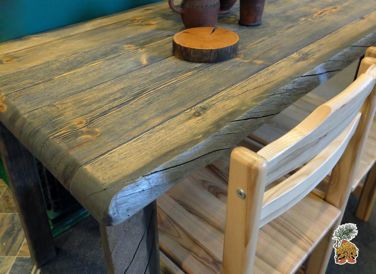 Обеденный  стол  лофт из массива дерева на деревянных ножках.